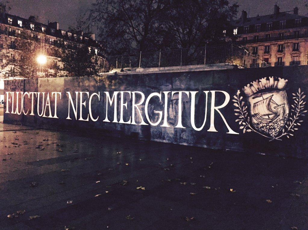 FLUCTUAT_NEC_MERGITUR_Paris